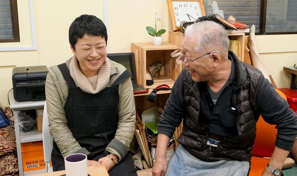 写真:談笑する山田さんと安田さん